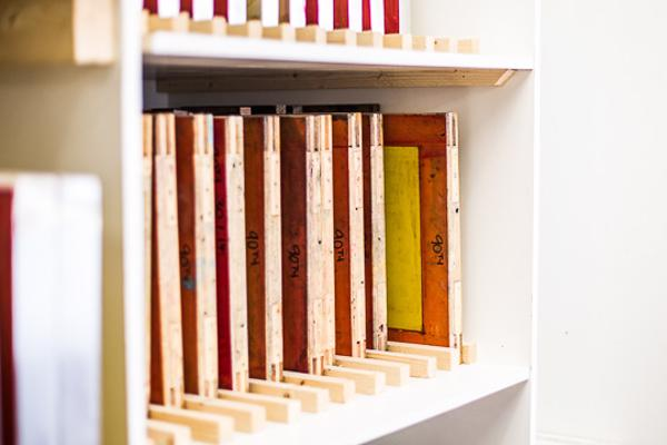 Shelved press frames