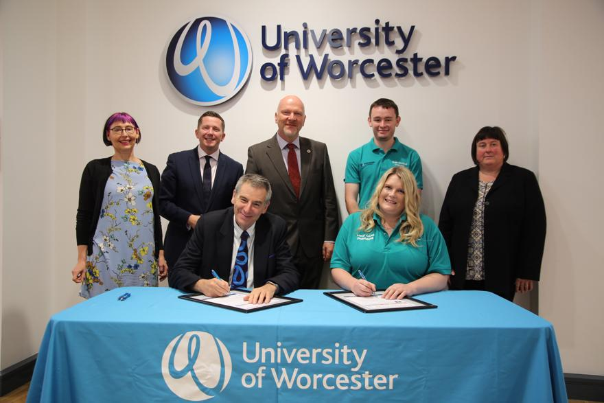 University staff sign a sustainability accord